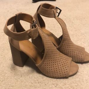 New! Taupe block heel shoes -sz 8